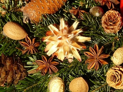 eco-friendly christmas decorating ideas