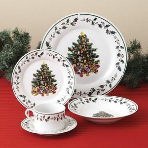 Gibson Christmas Trimmings Plate Set