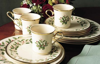 Lenox Holiday 12 Piece Dinnerware Set