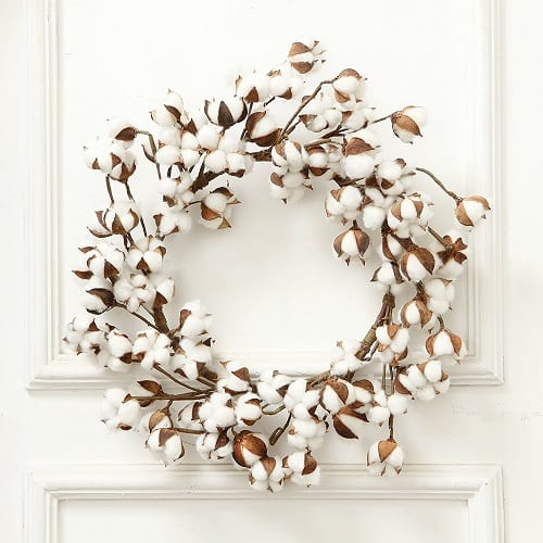 Cotton Christmas Wreath made from real cotton balls that will beautiful hung from a door, wall, mirror or above the fireplace. Fits every rustic, shabby chic or Farmhouse decor. #ChristmasDecor #FarmhouseStyle
