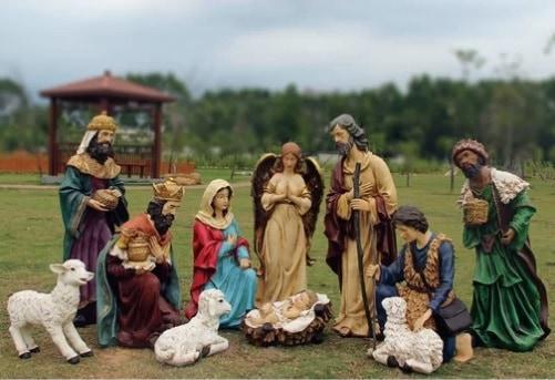 12 Piece Outdoor Nativity Figurine Set with Crèche