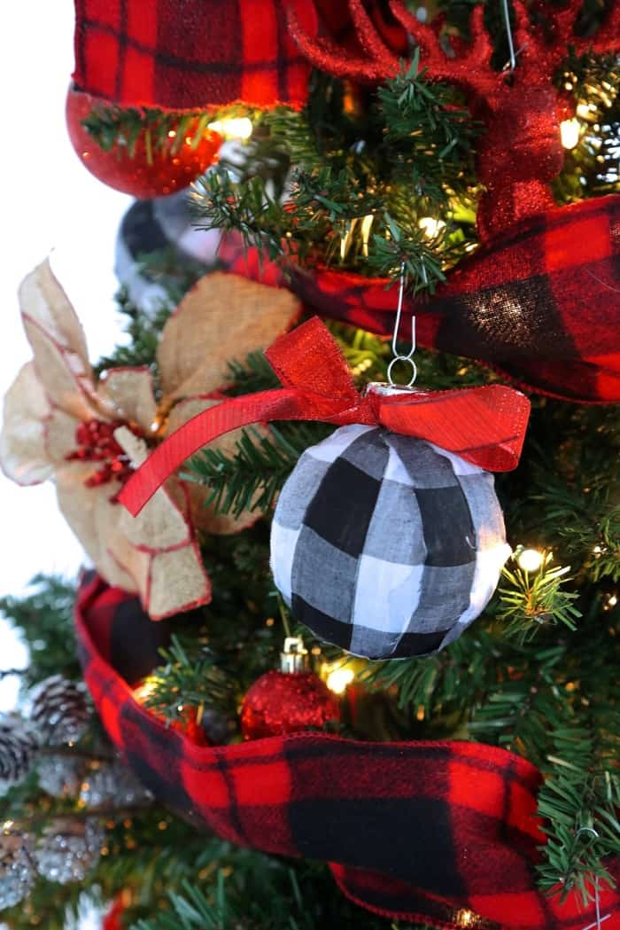 15 Buffalo Check Christmas Decor Ideas